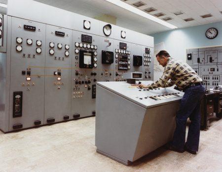 Contrôle et essais à vide sur matériels électriques sur site